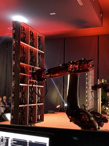 Robotica per eventi, bracci di diverse dimensioni