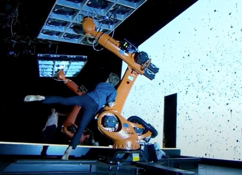 Coreografia bracci robotici Kuka
